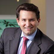 Nikolaus Lang ist Partner und Geschäftsführer der Boston Consulting Group (BCG) und Experte für die Automobilbranche. Er leitet die deutschen BCG-Aktivitäten rund um das Thema Globalisierung. Lang studierte Wirtschaftswissenschaften in Wien, St. Gallen und Tokio und promovierte in St. Gallen. Anschließend arbeitete er zwei Jahre lang für die Bank Austria und stieg im Jahr 1998 bei BCG ein.