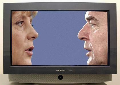"""Die Wähler zeigen """"großes Interesse"""": Spitzenkandidaten Merkel, Schröder"""