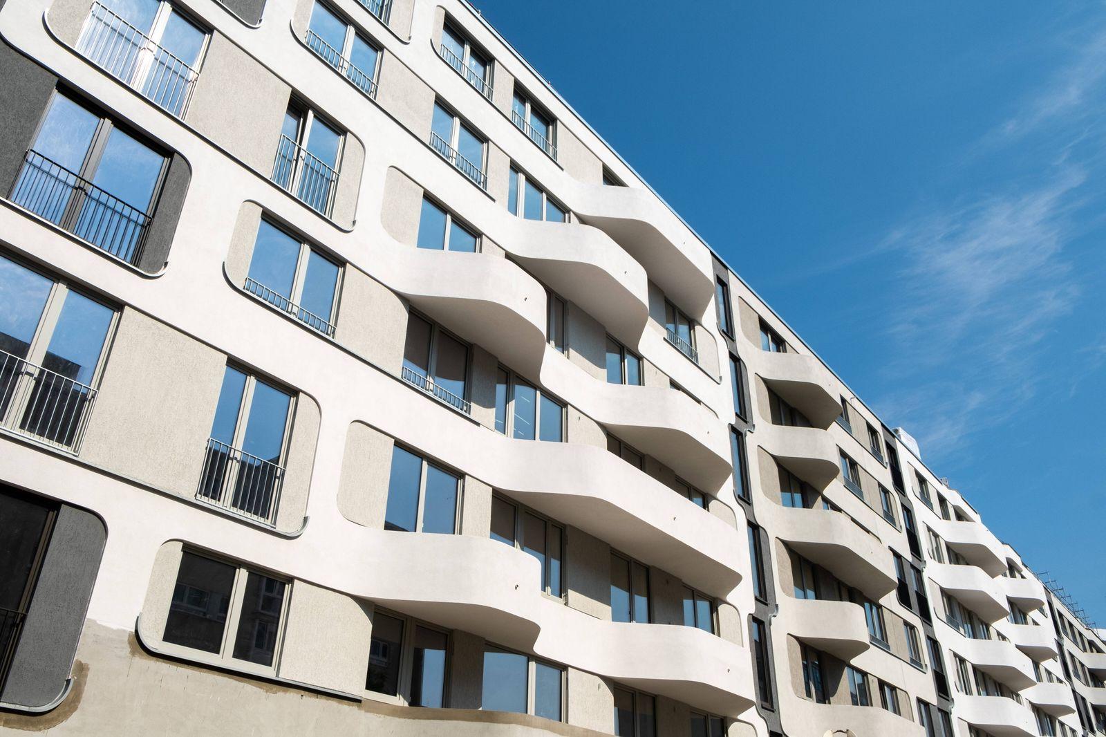 Im Rohbau befindlicher Neubau eines Wohnhauses an der Pappelallee in Berlin-Prenzlauer Berg Wohnungsneubau in Berlin-Pr