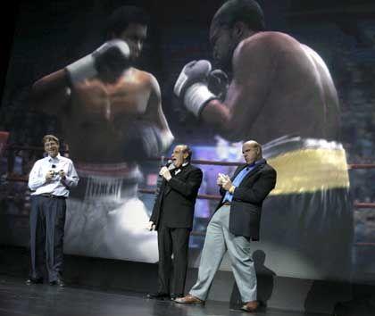 Wappnen sich mit neuen Produkten gegen die Konkurrenz: Microsoft-Gründer Bill Gates (l.) und Steve Balmer (r.) auf der Elektronikmesse CES in Las Vegas