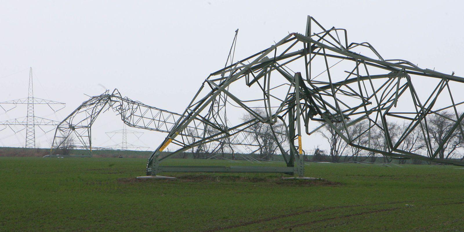 Orkan - Strommasten umgeknickt