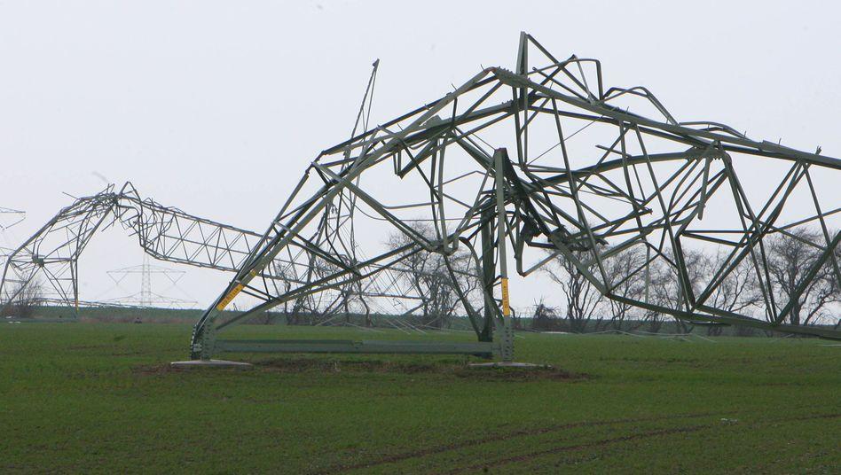 """So war's 2007: Orkan """"Kyrill"""" knickte Strommasten in Sachsen-Anhalt um"""