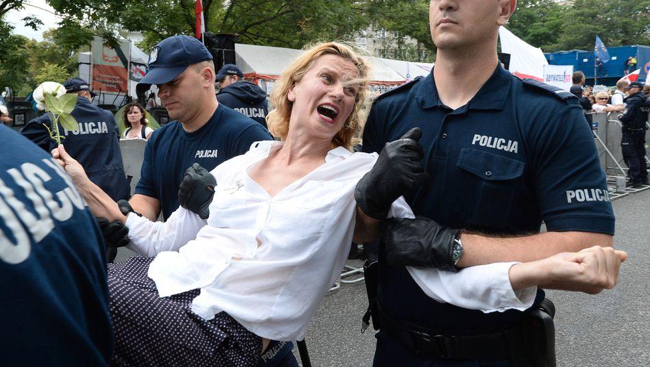 Warschau: Bürger protestieren gegen die Justizreform und die Aushöhlung der Demokratie in Polen. Doch die regierende PiS-Partei schert sich nicht um die Kritik ihrer europäischen Nachbarn