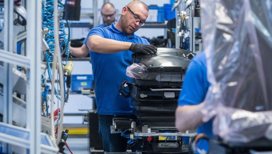 Produktion von Autositzen beim Autozulieferer Grammer in Kümmersbruck (Bayern)