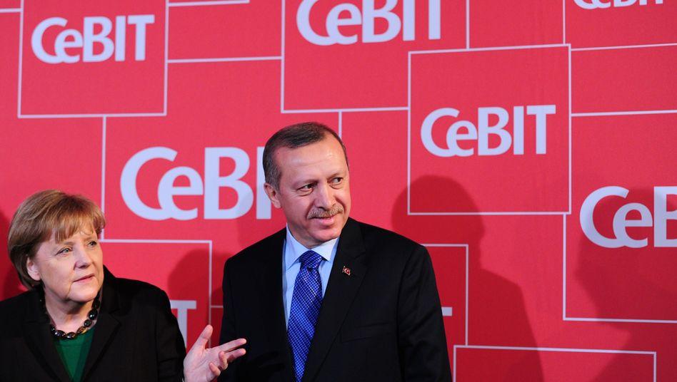 Merkel lobt, Erdogan tobt: Die beiden Staatschefs eröffneten am Abend die Computermesse Cebit. Noch bis Samstag können sich die Besucher über Neuheiten von 4200 Ausstellern informieren