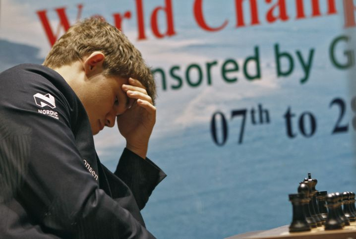 Carlsen während einer Partie gegen Anand bei der Weltmeisterschaft im November 2013.