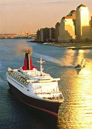 Königliche Passage: Die QE2 vor New York