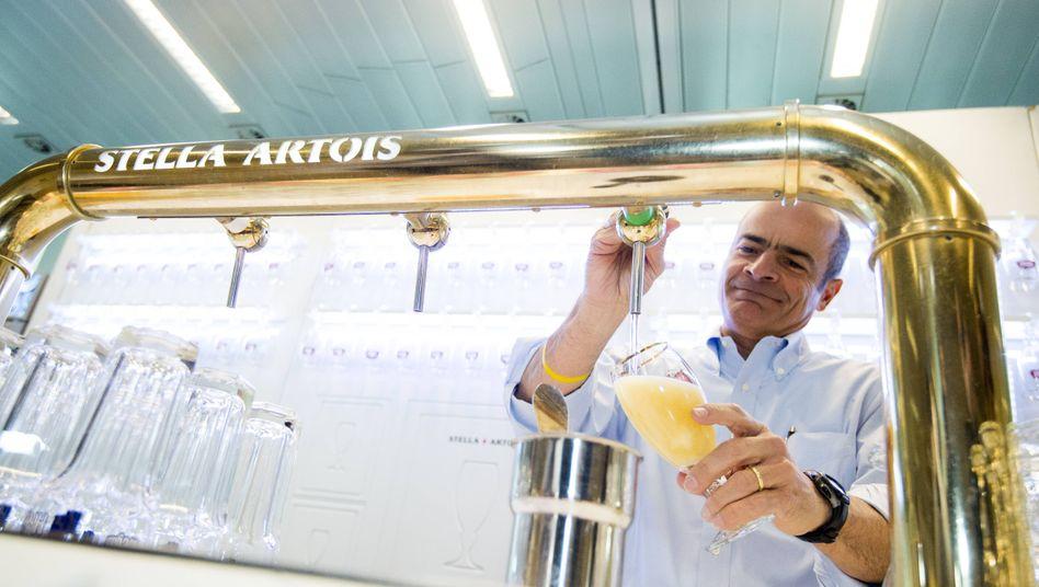 Verzapft: Vorstandschef Carlos Brito kann sich bald ein Feierabendbier genehmigen
