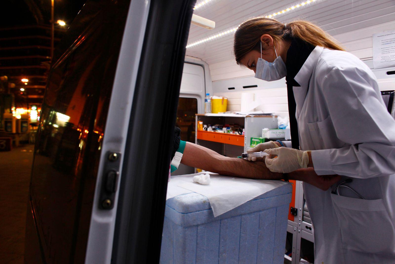 NAchtschwester / Nachtarbeit / Krankenschwester / Blutentnahme / AIDS