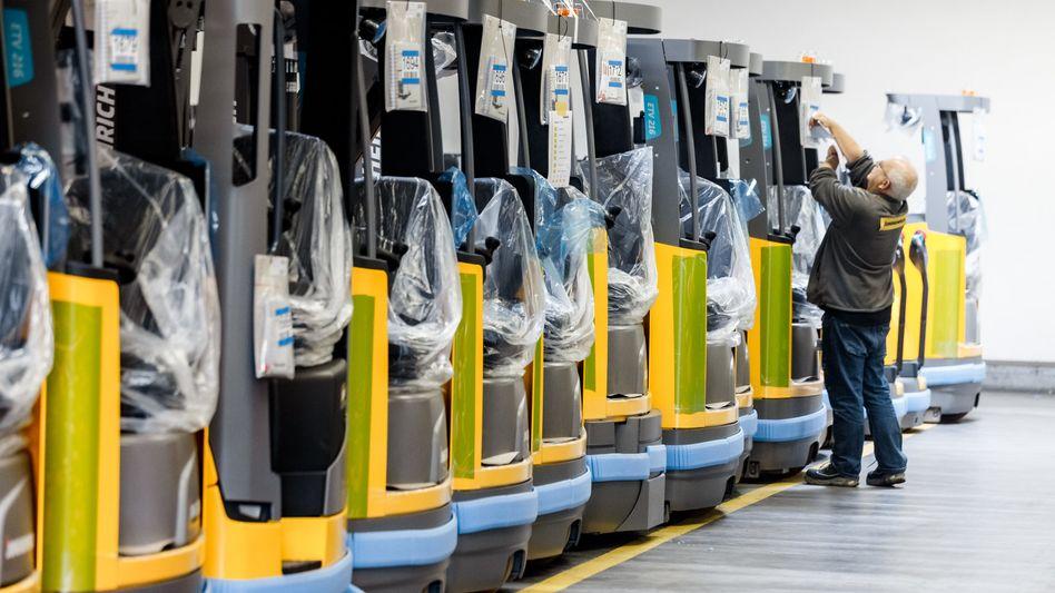 Hat es eine Liga weiter geschafft: Der Gabelstapler-Hersteller Jungheinrich (im Bild die Produktion in Hamburg) steigt in den MDax auf