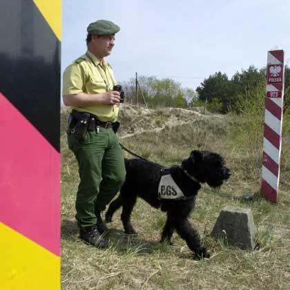 Grenzpendler: Wer jenseits der deutschen Staatsgrenze arbeitet, aber im Bundesgebiet wohnt, muss das in seiner Steuererklärung vermerken