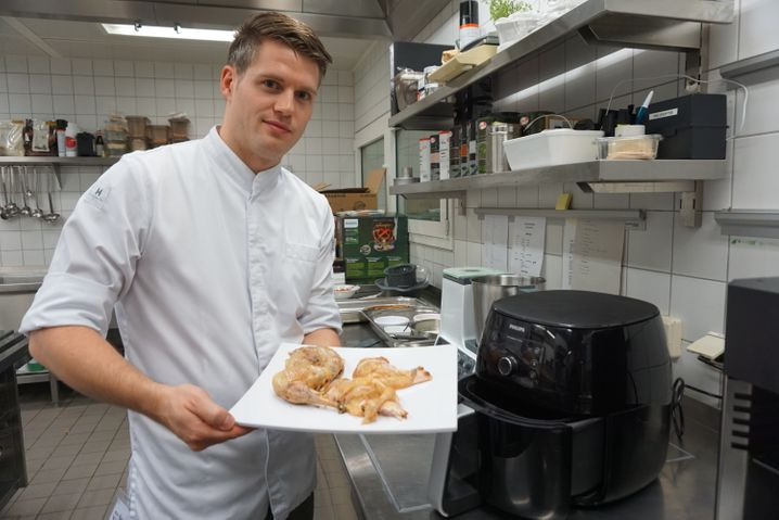 Von wegen nur heiße Luft: Das Huhn wird im Airfryer richtig kross