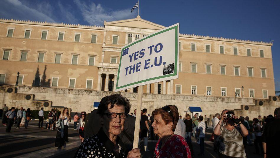 "Pro-EU-Demonstrantin in Athen (am Donnerstag): ""Schritte in Richtung Kompromiss"""