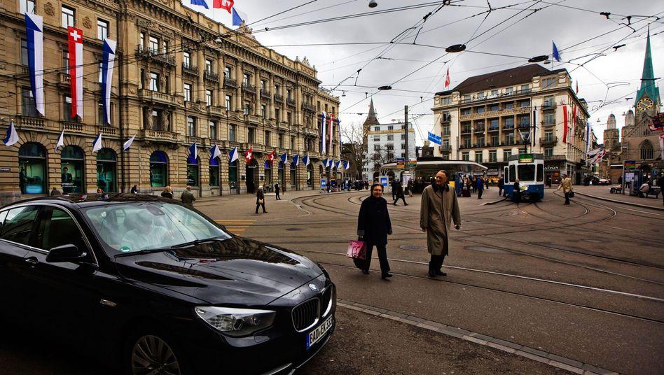 Bankenviertel in Zürich: Zahlreiche Geldinstitute stellen sich Auflagen der US-Justiz