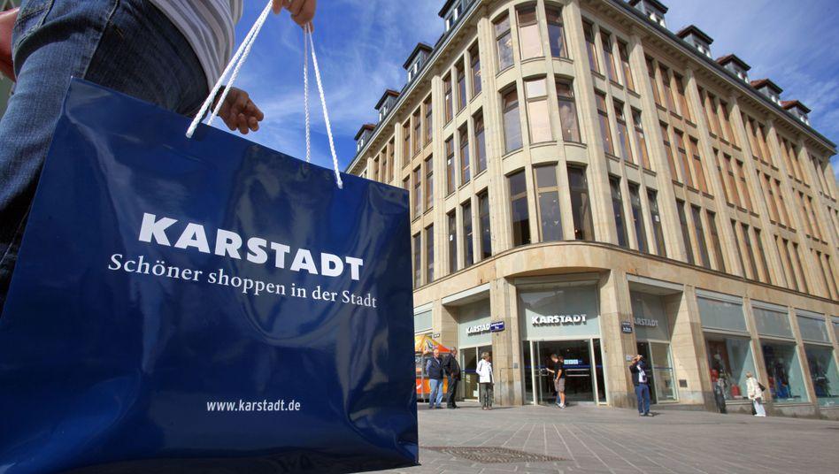 Karstadt: Die Mitarbeiter haben durch ihren Lohnverzicht in den vergangenen Jahren mehr als 650 Millionen Euro in das Unternehmen investiert