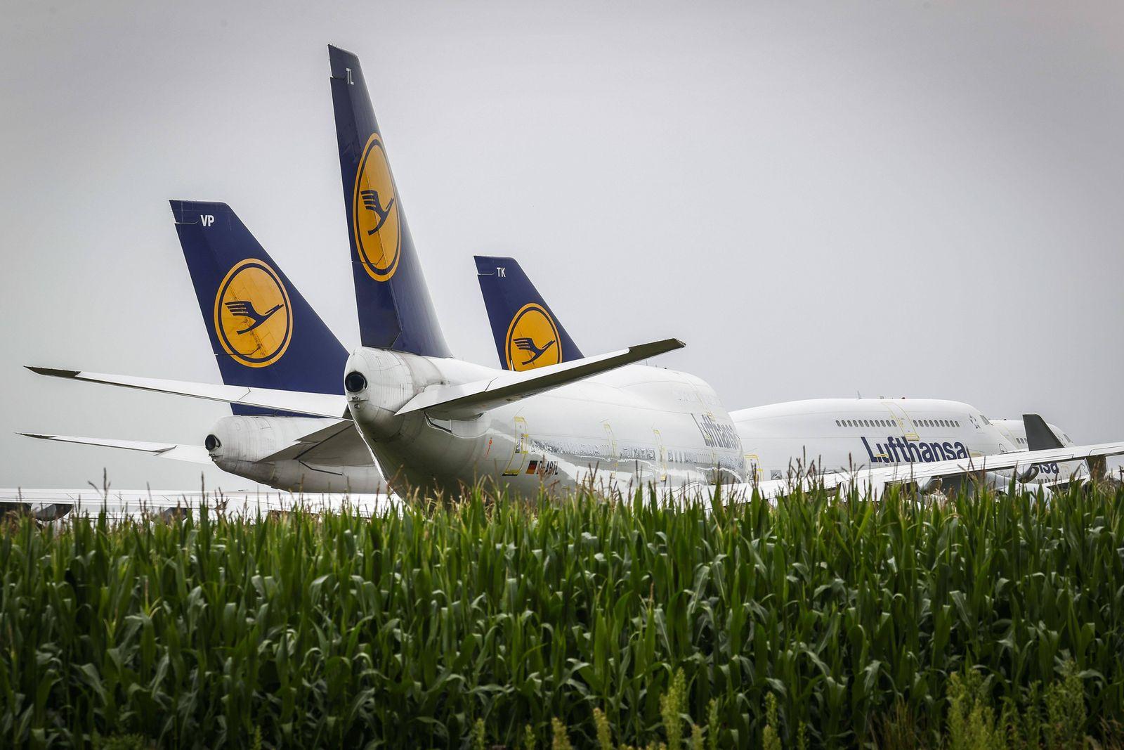 Niederlande, 747-400 der Lufthansa am Flughafen in Twente ENSCHEDE - De geparkeerde Boeing 747s van Lufthansa op Twente