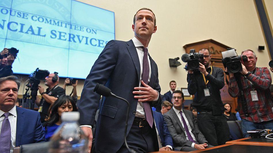 Unter Druck: Facebook-Chef Mark Zuckerberg im Oktober vor dem US-Kongress.