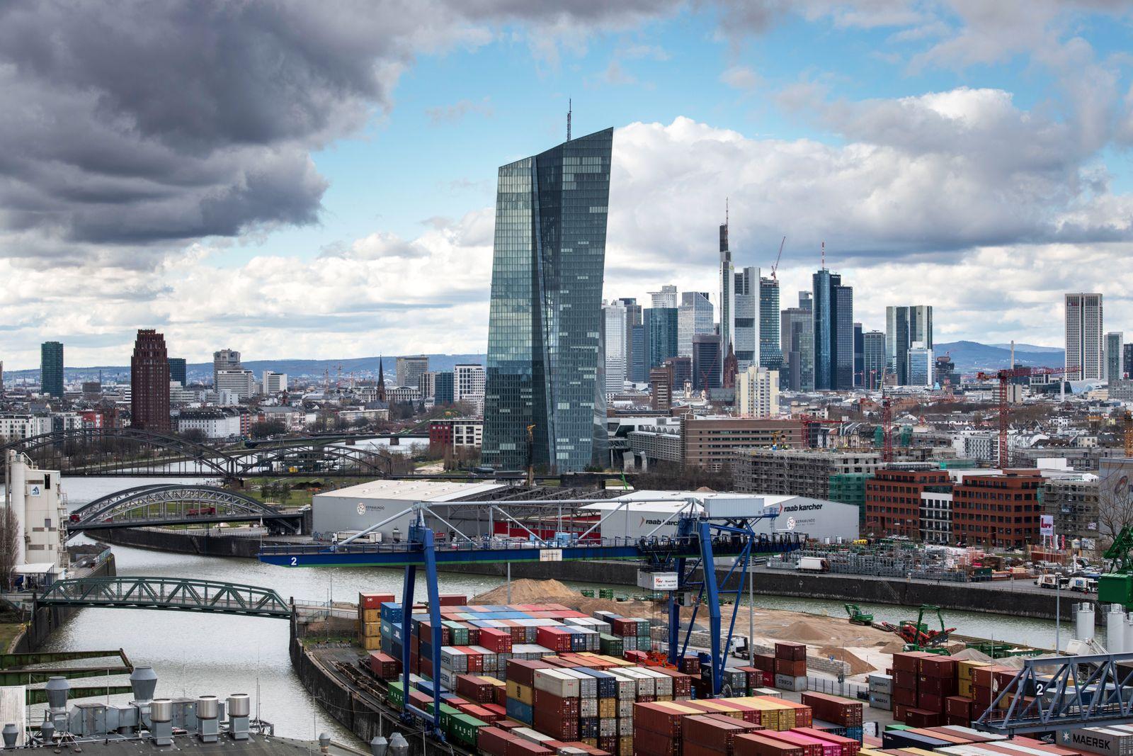 EZB / Frankfurt / Skyline / Banken / Banken-Viertel / Konjunktur