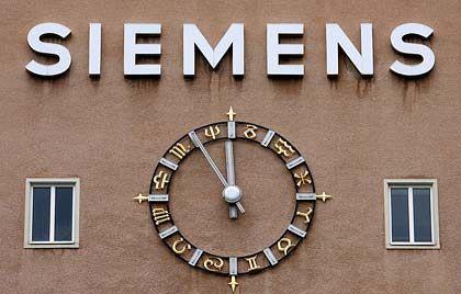 Teurer Fehltritt: Die Aufarbeitung der Schmiergeldaffäre hat Siemens zwei Milliarden Euro gekostet