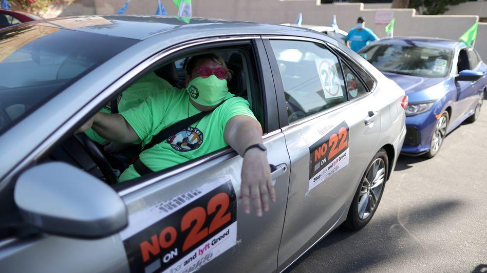 """Protest gegen """"Proposition 22"""", das Uber und Lyft eine Ausnahmegenehmigung versprechen würde"""