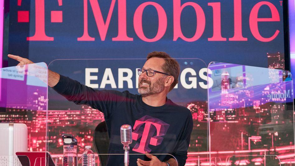 Aufwärts, weiter aufwärts: Der Chef der Telekom-Tochter T-Mobile US im schon fast obligatorischen T-Shirt bei der Vorstellung der Bilanzzahlen