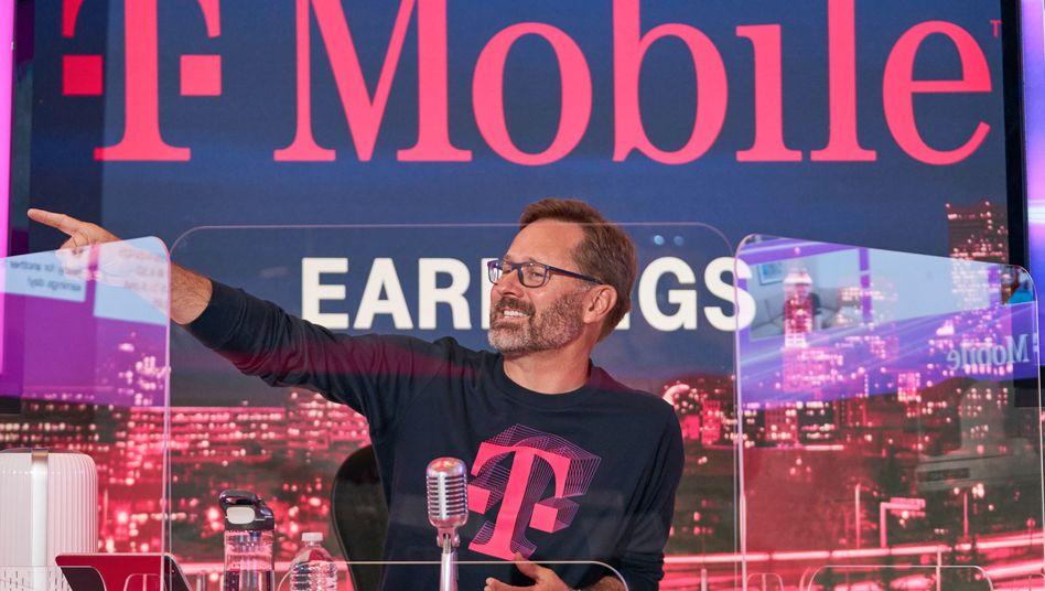 Auch Mike Sievert versteht den lockeren Auftritt: Der neue T-Mobile US-Chef hat zur Pressekonferenz zum zweiten Quartal am 6. August gute Nachrichten zu verkünden