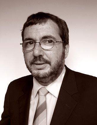 Justus Fischer-Zernin ist Rechts- und Fachanwalt der Sozietät Hanselaw Hammerstein und Partner in Hamburg. Er ist aus diversen Fachveröffentlichungen zum Thema Wirtschaftsrecht und Steuern unter anderem bei manager-magazin.de bekannt.