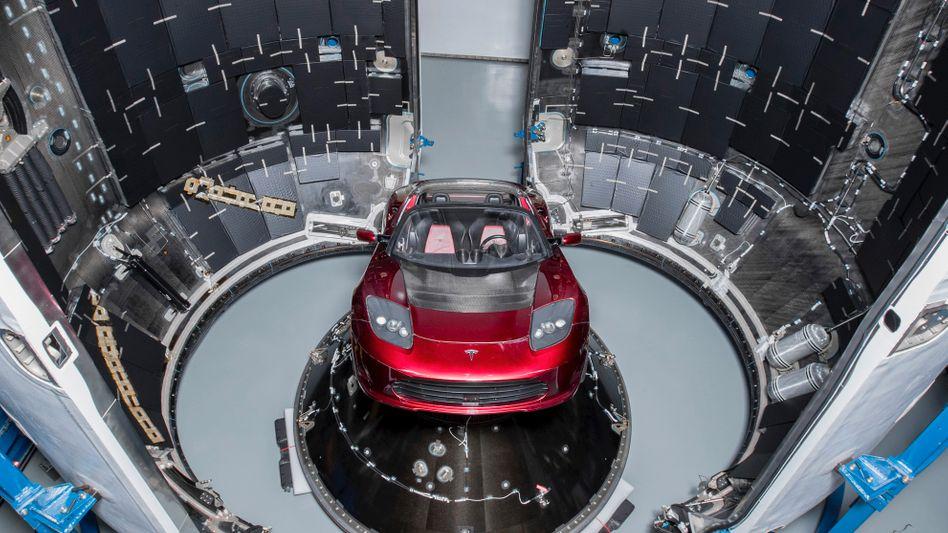 Hübscher als Betonblöcke: Diesen Tesla-Roadster hat die SpaceX-Rakete Falcon Heavy beim Jungfernflug an Bord
