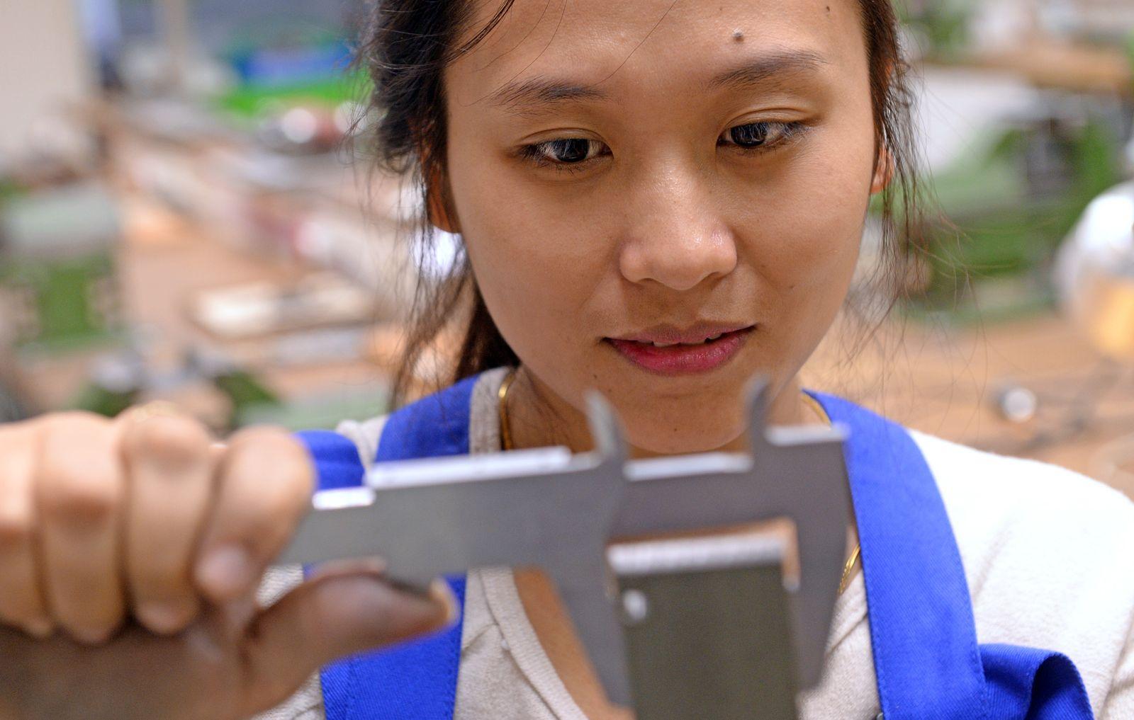 Junge Ausländer beginnen Ausbildung