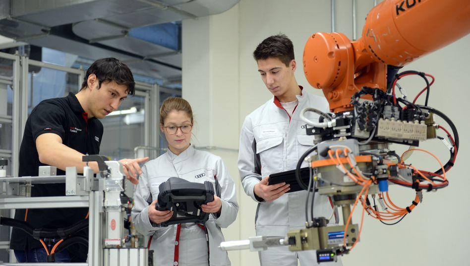 Ausbildung zur Programmierung von Robotern bei Audi