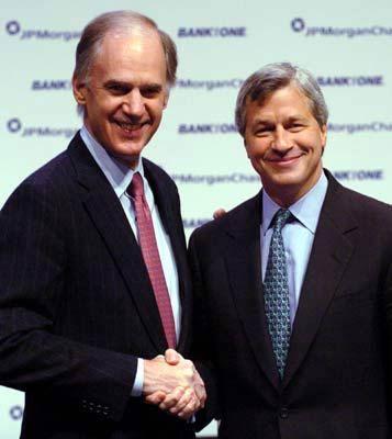 Erst sanierte er die Bank One, 2006 wird er Chef des aus Bank One und JPMorgan Chase fusionierten Unternehmens:Jamie Dimon (rechts) mit dem derzeitigen Chef William Harrison
