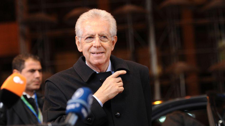 Italiens Ministerpräsident Mario Monti nimmt für sein Sparpaket eine parlamentarische Abkürzung