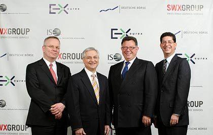 Zusammenschluss: Die Börsenvorstände (von links nach rechts) Andreas Preuss (CEO Eurex), David Krell (CEO ISE), Reto Francioni (CEO Deutsche Börse), Gary Katz (COO ISE)