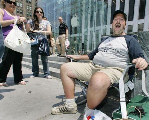 Gläubiger: Greg Packer sitzt seit dem 26. Juni vor dem New Yorker Apple Store, um am 29. ein neues iPhone zu kaufen