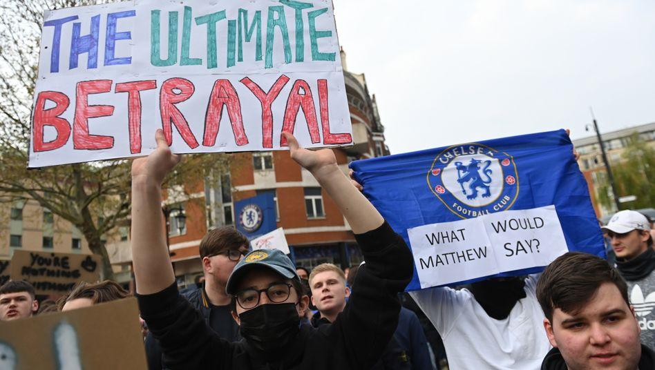 """Der ultimative Betrug"": Fans des FC Chelsea demonstrieren in London gegen die Super League"