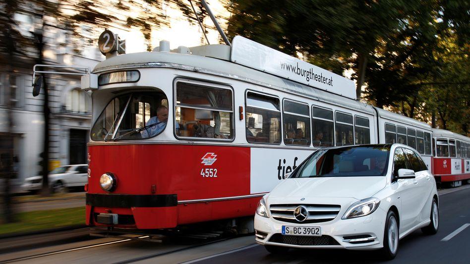 Neue B-Klasse von Daimler: Daimler-Chef Zetsche will den Absatz seiner Kompaktautos verdoppeln