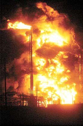 Großfeuer in Texas: Die BP-Raffinerie steht in Flammen