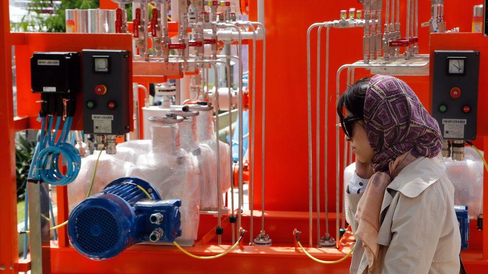 Öl- und Gas-Messe in Teheran: Der Iran hofft nach der Aufhebung der Handelssanktionen auf hohe Investitionen aus dem Ausland und schnell steigende Öl-Exporte