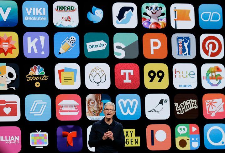 Apple-Chef Tim Cook feiert 10 Jahre App Store (2018)