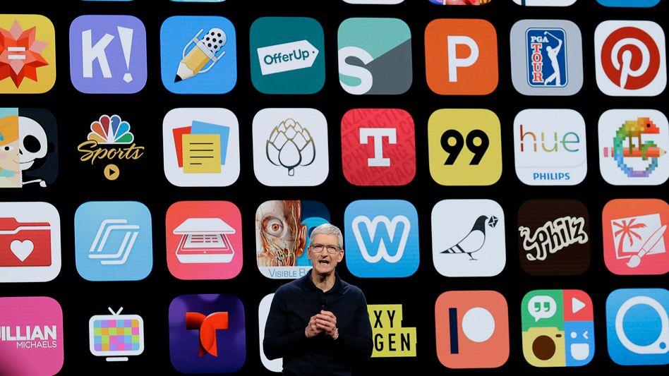 Apples App Store ist eine wahre Goldgrube. Das weiß auch Apple-Chef Tim Cook. Monopol-Vorwürfe oder Kritik an Apples Geschäftspolitik zu der Plattform weist er zurück.