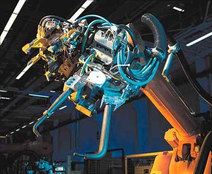 Anwendungsbeispiel II: BMW setzt in den Karosseriebau-Anlagen im amerikanischen Spartanburg das Interbus-Roboter-Konzept ein - Phoenix Contact liefert hierfür Automatisierungskomponenten