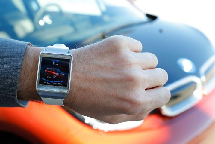 BMW-i3-App für Smartwatch Galaxy Gear: Künftig könnte sich auch automatisches Einparken über die Uhr steuern lassen