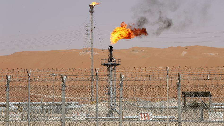 Öl-Anlage in Saudi-Arabien: Das Königreich flutet im Preiskampf mit Russland den Markt mit Rohöl.