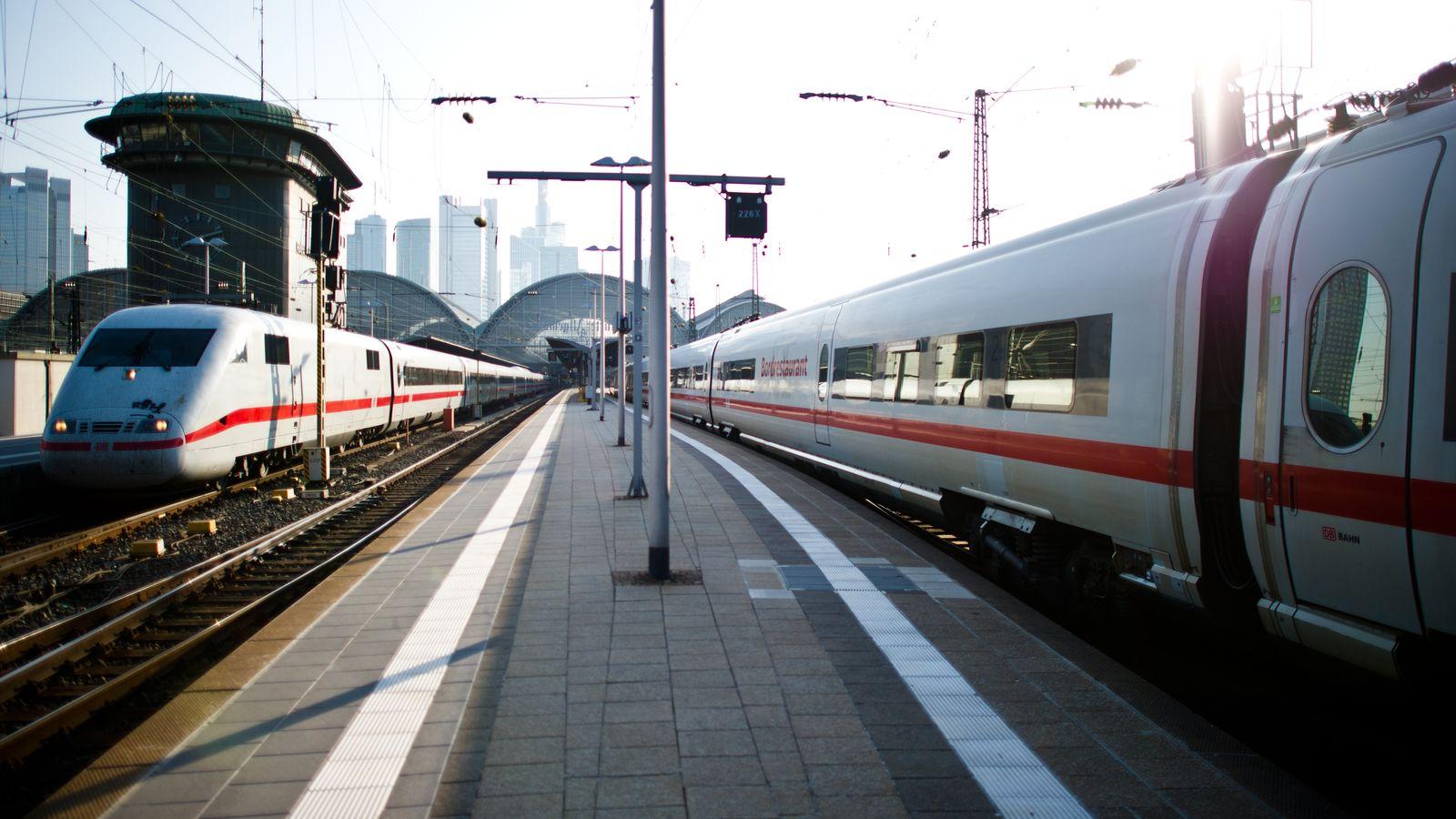 ICE / Züge / Skyline Frankfurt