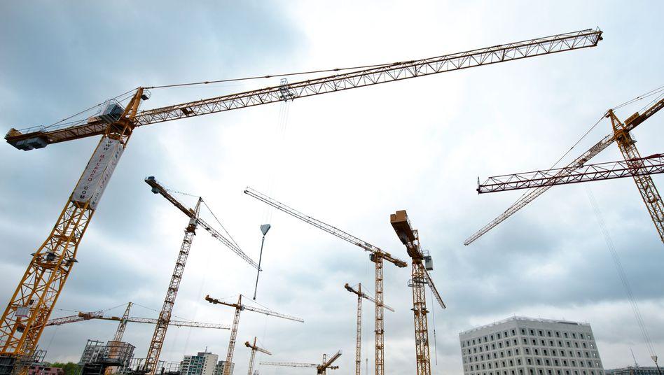 Baukräne in Stuttgart: Lange war Deutschland die Konjunkturlokomotive in Europa. Nun wachsen die Hoffnungen, dass mit dem Ende der Rezession in Europa auch die Nachfrage in den Nachbarländern wieder anzieht