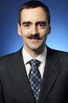 Mitropulos: Seit 1996 arbeitet er bei der Deutschen Bank - inzwischen ist er Senior Strategist für Aktien und Immobilien bei der Abteilung Private Asset Management. Er verantwortet auch den DB Latinamerica Invest; einen geschlossenen Fonds, der in lateinamerikanische Immobilien investiert.