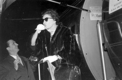 1955: Ankunft von Zarah Leander in Tempelhof