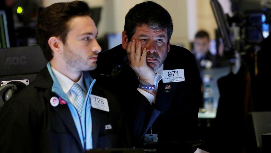 Absturz an den Börsen: Der Dow Jones schließt am Donnerstag auf Tagestief und verliert 2545 Punkte