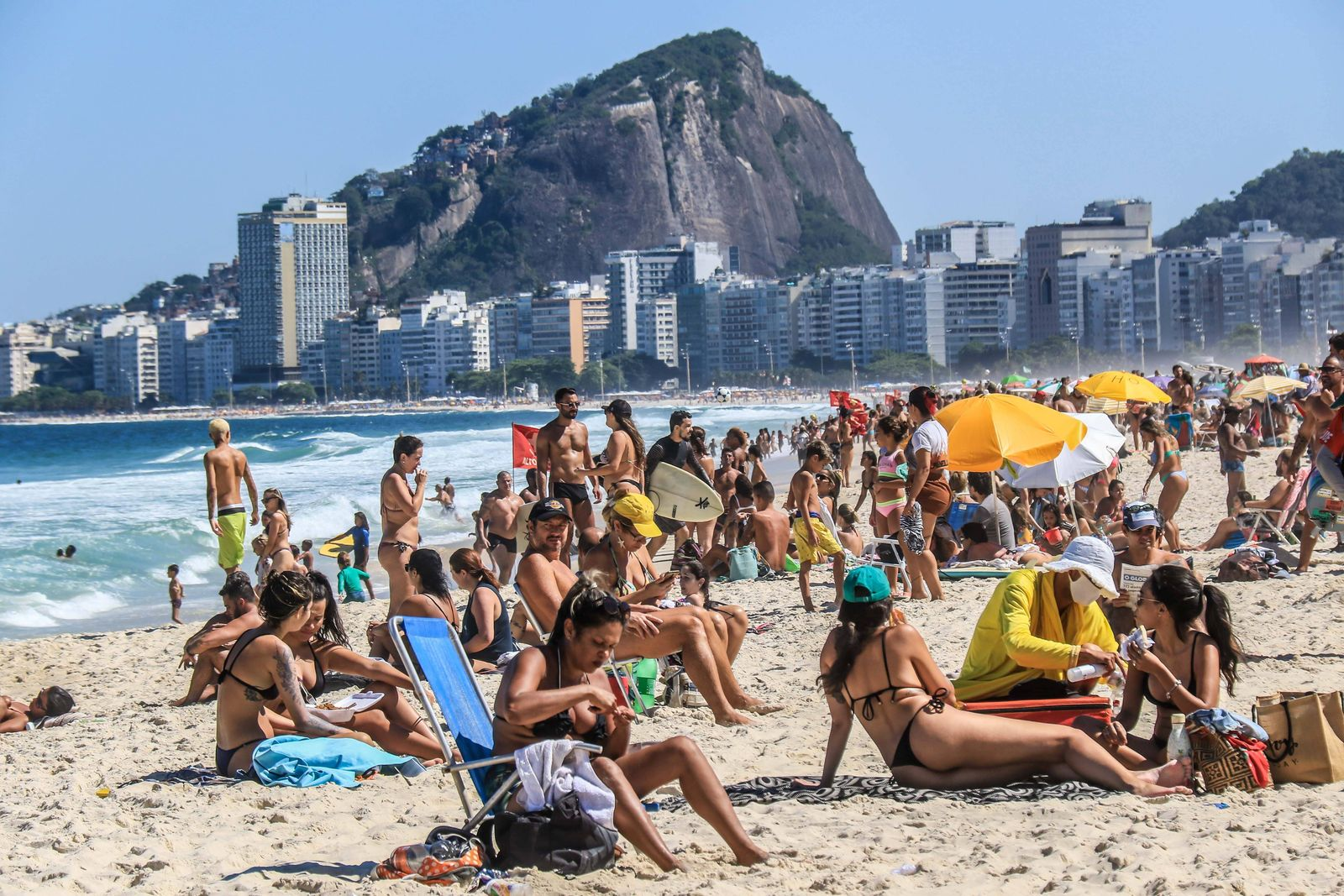 August 29, 2020: BRAZIL. RIO DE JANEIRO. August 29, 2020. FLEXIBILIZATION. Movement in Praia do Leme, south zone at a t