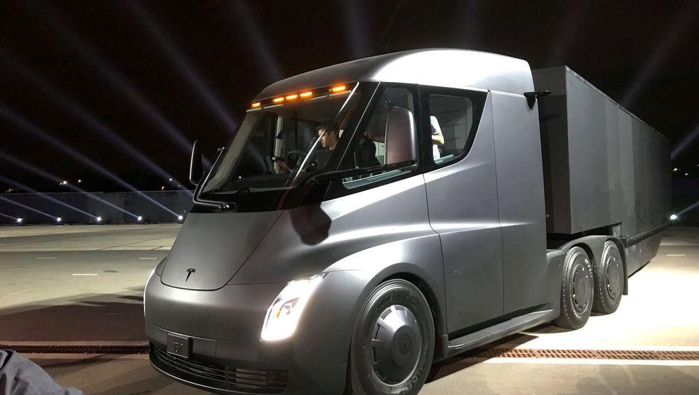 """Teslas präsentiert Elektro-Truck ¿Semi¿: Dieses Elektro-""""Biest"""" soll Diesel-Lkw den Garaus machen"""